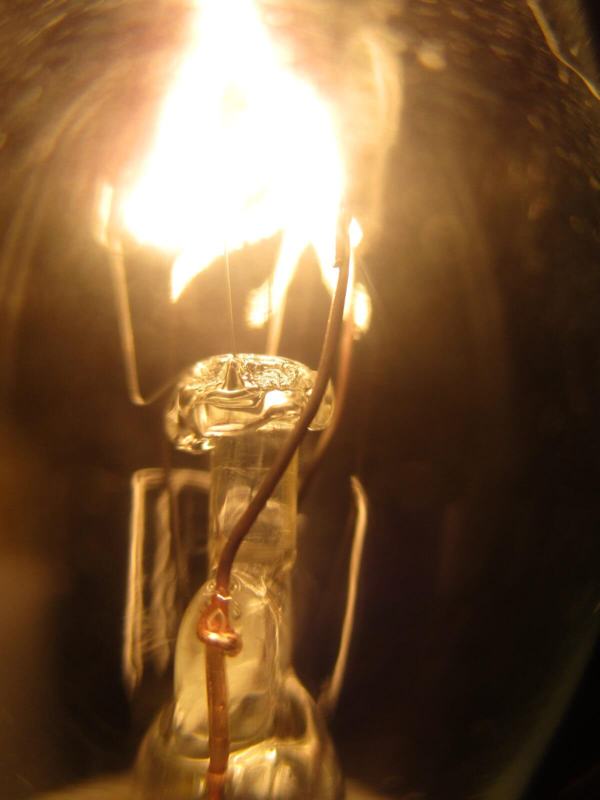 Lightbulb Ula Pomian